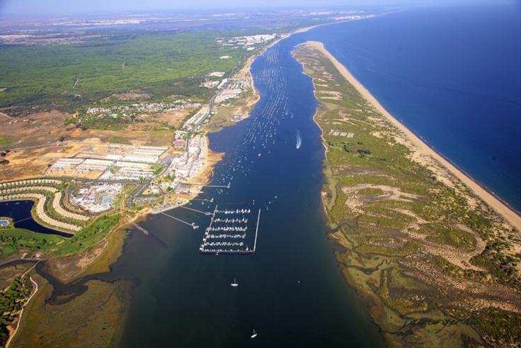 Parque natural marismas del rio piedras e da flecha rompido