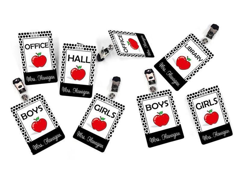 Badges porte-nom personnalisé - thème pomme rouge et pois noirs et blancs - 5CHP10