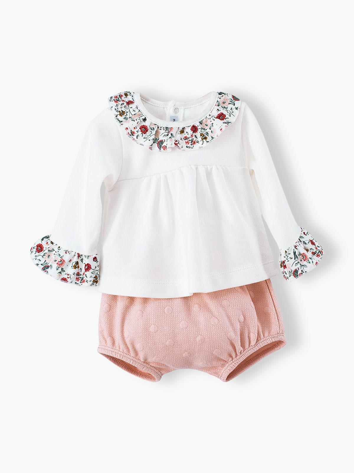 Conjunto de 2 peças branco e rosa composto por blusa e calções para bebé menina e recém-nascida. Blusa 100% algodão com gola e punhos em folho com padrão floral.